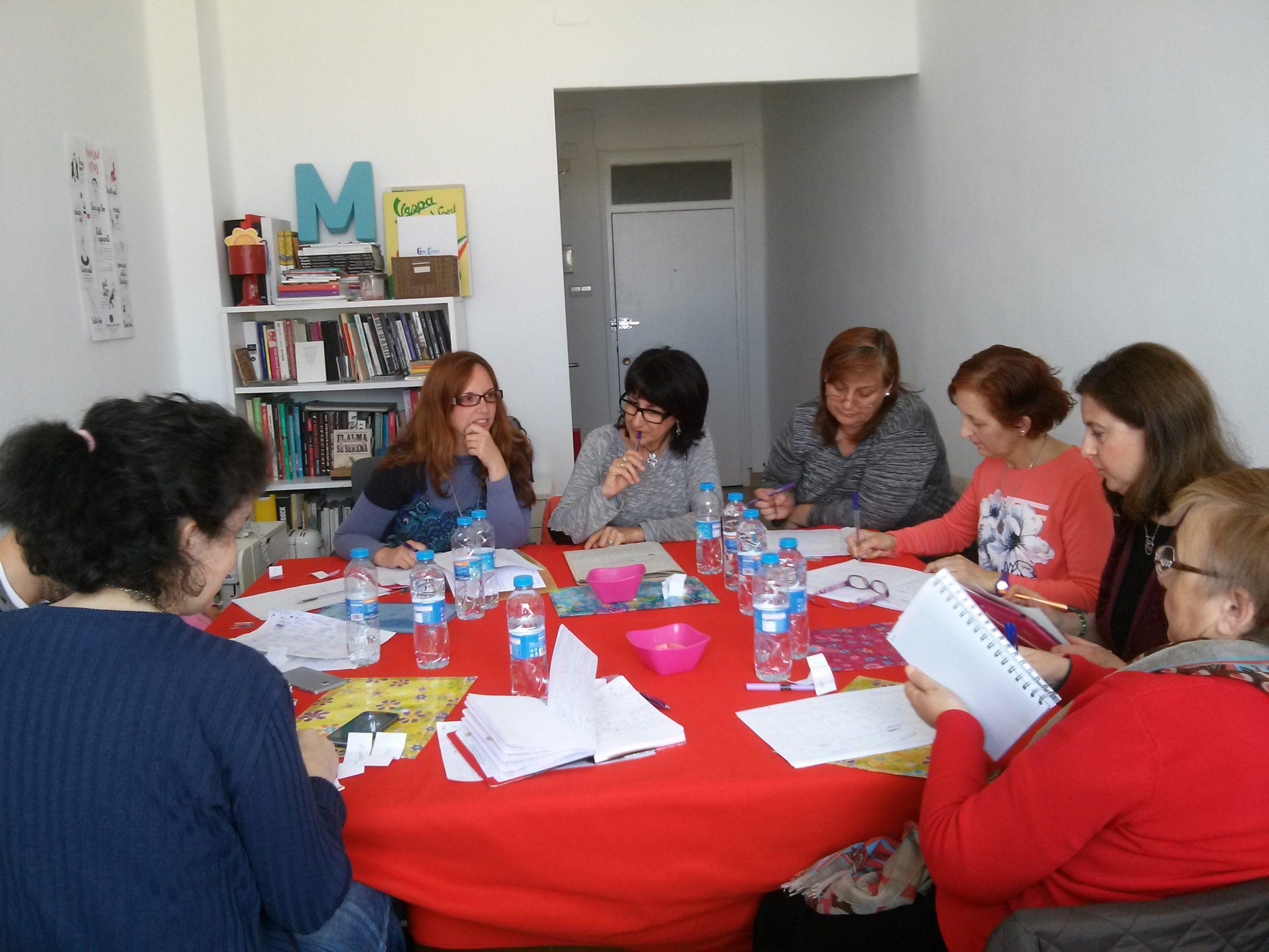 El sugerente título «Poesía en lo cotidiano» nos conduce a un nuevo taller de escritura